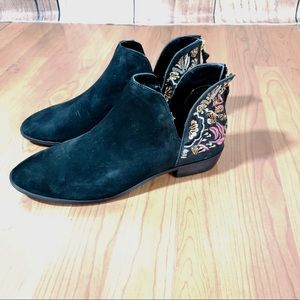 Kenneth Cole Reaction Embroidered ankle booties